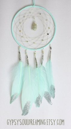 Make a fun glittered dream catcher using Art Glitter! Los Dreamcatchers, Beautiful Dream Catchers, Dream Catcher Mobile, Diy And Crafts, Arts And Crafts, Goose Feathers, Idee Diy, Hand Wrap, Silver Glitter