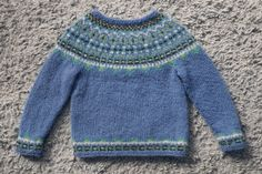 Fimma lopapeysa Icelandic lopi sweater blue: pattern size 4, 6, and 8.