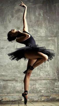Ballerina Anastasia Tselovalnikova - Photo by Dasha Nikonchuk. Beautiful dancer in black pointe shoes, costume, and tutu-- on one toe! Art Ballet, Ballet Dancers, Ballerinas, Black Dancers, Ballet Class, Dance Poses, Ballet Photography, Ballet Beautiful, Foto Art