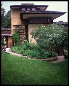 Frank Lloyd Wright home - my favorite architect!