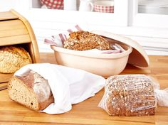 Brot aufbewahren - so bleibt Brot länger frisch   LECKER Good To Know, Bread Recipes, Dairy, Food And Drink, Cheese, Breakfast, Baguette, Fitness, Organize