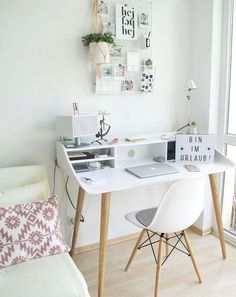 Great 25+ Home Office Desk (Maximize Your Working Activities) Study Room Decor, Simple Desk, Bedroom Desk, Desk In Small Bedroom, Small Study Desk, Daybed Room, Small Desk Space, Small Desks, Cozy Bedroom