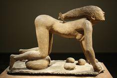 Arturo Martini (1889-1947) La lupa, 1930. Terracotta.  Opera della serie 'Le creature'. Collezione privata. Le figura è molto espressiva, violentemente dinamica. Le forme sono tese verso l'azione come toccate da una forza superiore che le vorrebbe far fuggire, ma il corpo resiste perchè ancorato indissolubilmente alla terra. La sua arte contiene una forma vena espressiva e drammatica.