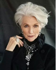 New Hair Color Grey Older Women Aging Gracefully Ideas Short Hairstyles For Women, Short Haircuts, Trendy Hairstyles, Beautiful Hairstyles, Hairstyle Short, Decent Hairstyle, Hairstyle Hacks, Hairstyles Videos, Style Hairstyle