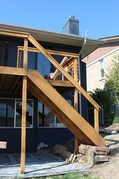 The full guide for how to install DIY cable rail in just one weekend. The easy way to give your old deck a modern look on a budget! Deck Railing Design, Deck Railings, Deck Design, Stair Railing, Deck Building Plans, Building Stairs, Gazebo, Deck With Pergola, Pergola Kits