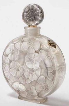 Rene Lalique Perfume Bottle Chypre Ambre for Volnay, circa 1922 Lalique Perfume Bottle, Antique Perfume Bottles, Vintage Perfume Bottles, Art Nouveau, Perfumes Vintage, Vases, Beautiful Perfume, Bottle Art, Bottle Design