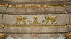 Klassizistisches Wanddekor des Marmorsaals im Residenzschloss Ludwigsburg