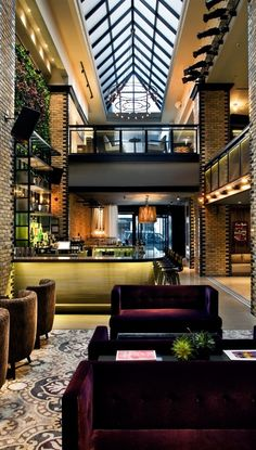 Chicago's Gold Coast glamour pad, with high-tech rooms and a much anticipated eatery