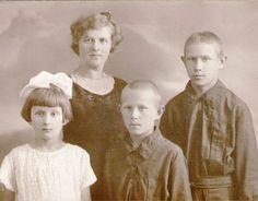 Илария Прокопьевна с детьми
