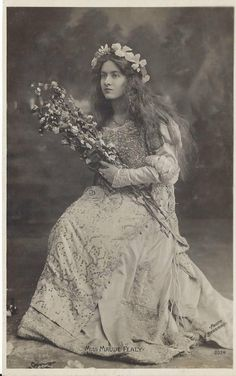 via Maude Fealy est une actrice américaine. Maude Fealy was an American stage and silent film actress whos. Retro, Photo Vintage, Most Beautiful Faces, Silent Film, Vintage Postcards, Photo Postcards, Classic Beauty, Vintage Photographs, Vintage Beauty