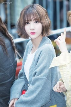 Eunha's hair is so cute! Korean Girl Fashion, Girl Short Hair, Girl Bands, Kpop Aesthetic, Korean Girl Groups, Celebrity Crush, Cute Hairstyles, Kpop Girls, Asian Beauty