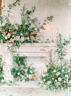Rose and Terracotta Wedding Ideas in an Abandoned Estate Rose und Terrakotta Hochzeitsideen in einem verlassenen Anwesen Floral Backdrop, Floral Arch, Spring Wedding Flowers, Floral Wedding, Garden Wedding Inspiration, Wedding Ideas, Decoration Inspiration, Ceremony Backdrop, Flower Garlands