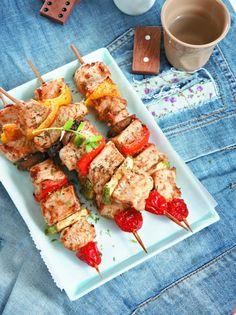 Juicy turkey and veggies souvlaki (olivemagazine. Pita Bread, Tzatziki, Chicken Wings, Kai, Shrimp, Veggies, Turkey, Cooking, Healthy