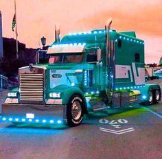 I love my Kenworth but I like in addition to a lot of these additional trucks to… - Comme un camion Show Trucks, Big Rig Trucks, Lifted Trucks, Pickup Trucks, Jeep Pickup, Kenworth T800, Scania V8, Peterbilt Trucks, Custom Big Rigs