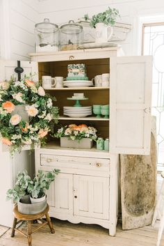 Cheerful Spring Farmhouse Dining Room |