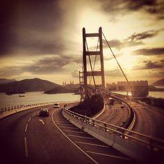 Tsing ma bridge Hong Kong #localiiz #myhongkong #hkg #hongkong #travel #bridge #tsingma #road #lantau - @popandzebra