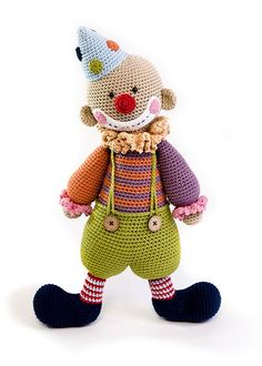 Chatterbox the Clown is our favorite entertainer in the Amigurumi Circus. You can find him in our new book, pre-sale will last just a mere 24 hours.Amigurumi Do Zero Diy Crochet Toys, Crochet Snowman, Crochet Teddy, Crochet Doll Clothes, Crochet Bunny, Knitted Dolls, Cute Crochet, Crochet Animals, Crochet Dolls