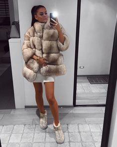 0741c8e0595 Instagram-bericht van 𝒯𝒶𝒿𝓂𝒶 𝒦𝓊𝒹𝓊𝓏 🎀 • 31 Okt 2017 om 6 58 (.  Dark FashionWinter FashionLuxury FashionFox Fur JacketFur ...