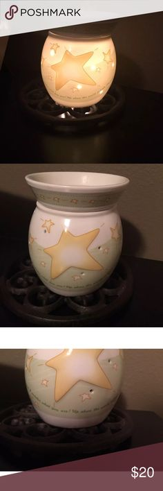 Scentsy Twinkle warmer This warmer is in great shape and absolutely adorable! It works just fine, comes with a bulb. Only selling because I redecorated my sons room. Scentsy Other