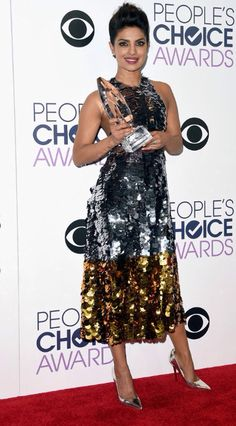 #PriyankaChopra wins Favorite Actress In A New TV Series at #PeoplesChoiceAwards #PCAs #Quantico