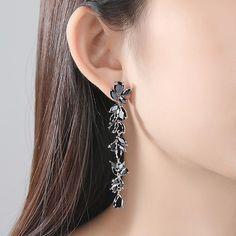 #cerceinegrii #cerceinegriilungi #cerceinegriieleganti #cerceilunginegrii #cerceilunginegri Swarovski, Earrings, Jewelry, Ear Rings, Jewellery Making, Stud Earrings, Jewerly, Jewelery, Jewels