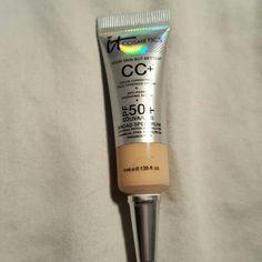 It Cosmetics CC CREAM It Cosmetics CC CREAM deluxe sample size. Shade medium Sephora Makeup Foundation