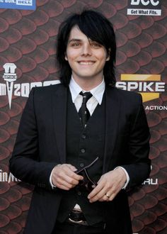 My Chemical Romance - Gerard Way Emo Bands, Music Bands, My Chemical Romance, Gerard Way Memes, Gerad Way, Mcr Memes, Band Memes, Spike Tv, Jamie Campbell Bower