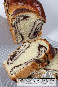 Cozonac cu nuca Romanian Desserts, Romanian Food, Romanian Recipes, Sweet Desserts, Sweet Recipes, Dessert Recipes, Braided Bread, Loaf Cake, Some Recipe