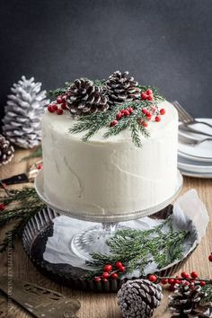 A very fine Give Away x 3 & a {snow-white winter cake} to my … - Noel - christmas Christmas Cake Decorations, Christmas Sweets, Holiday Cakes, Noel Christmas, Christmas Goodies, Christmas Cakes, Xmas Cakes, Simple Christmas, White Christmas
