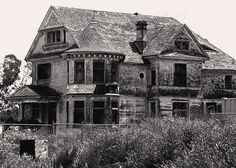 Abandoned Mansion:The Redman-Hirahira House in Watsonville was built by local architect, William Weeks in 1897 for James Redman, a sugar-beets farmer. I would give the world to restore this house (Rebuild haha Who am I kidding?)