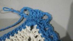 TAPETE RETANGULAR RENDADO EM CROCHÊ COM PASSO A PASSO Merino Wool Blanket, Crochet Projects, Diy And Crafts, Crochet Necklace, Gisele, Base, Blue Carpet, Crochet Rug Patterns, Bedspreads