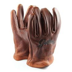 The Grifter Scoundrel glove is a short wrist bison glove made from 100% leather made in the USA. The leather is quite soft which provides a tactile dexterity and each glove is hand finished with an antique conditioning to give each glove a unique appearance.