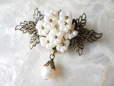 【ぶらん】菱形のちいさめブローチ⑪*白い小花* 2x