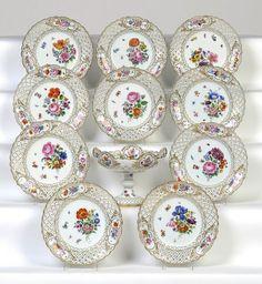 Servico de sobremesa em porcelana Alema do sec.19th, bowl 18cm de altura, 3,740 USD / 3,430 EUROS / 14,430 REAIS / 24,485 CHINESE YUAN soulcariocantiques.tictail.com
