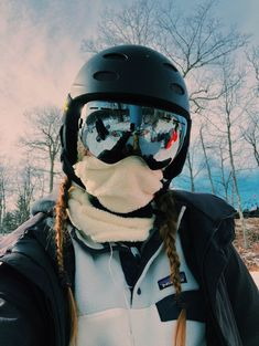 How to Choose a Snow Helmet In addition to keeping you safer on the slopes, ski . - How to Choose a Snow Helmet In addition to keeping you safer on the slopes, ski and snowboard helm - Winter Pictures, Cute Pictures, Mode Au Ski, Snowboarding Style, Snowboarding Women, Snowboard Girl, How To Snowboard, Foto Casual, Ski Season