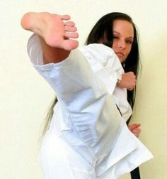 hope i can get back into karate at some point in my life. prob would have taken me farther than volleyball. love both sports still Power Girl Fitness, Fitness Girls Instagram, Tough Woman, Karate Girl, Martial Arts Women, Women's Feet, Feet Soles, Barefoot Girls, Workout Plan For Women