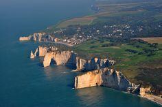 Les falaises d'Etretat (L'Etretat cliffs), Haute Normandie, France