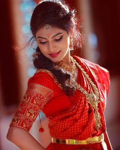Nothing beats the traditional South Indian look for a bride on her wedding day 🥰😍 📷 by Vinuparavoor Photography Indian Wedding Couple Photography, Indian Wedding Bride, Bride Photography, South Indian Bride, Indian Photography, Photography Ideas, Indian Photoshoot, Bridal Photoshoot, Indian Bridal Photos