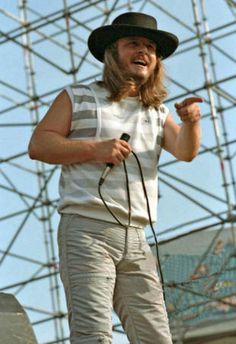 Lynyrd skynyrd ronnie vant zant Sound Of Music, Music Is Life, Black Sabbath Concert, Lynard Skynard, Allen Collins, Ronnie Van Zant, Hank Williams Jr, Rock And Roll Bands, Judas Priest