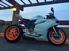 1199 white & orange