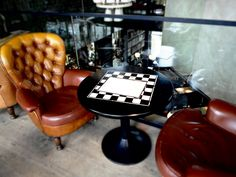 – EN – Strolling around Antwerp Zuid our eyes stumbled upon the Shilling corner. Color Tile, Leather Sofa, Cosy, Leather Sofas