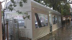 Pérgola de tipo tunel en estructura de aluminio, ideal para cubrir a sus clientes de las inclemencias climatológicas
