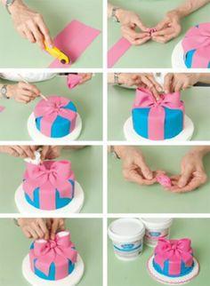 Fondant Bow on Cake