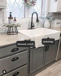 Farmhouse Kitchen Decor, Kitchen Redo, Home Decor Kitchen, Country Kitchen, Home Kitchens, Kitchen Remodel, Black Farmhouse Sink, Kitchen Ideas, Home Renovation