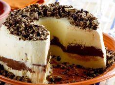 Bolo de Sorvete com Brigadeiro irresistível! Vai ser o sucesso do jantar! #brasil #anonovo #2015 #reveillon #receitas #ceia #dezembro #comida #jantar #recipe #dinner #december #food #christmas #natal #bolo #cake #sorvete #brigadeiro #icecream #chocolat #chocolate #dessert #sobremesa