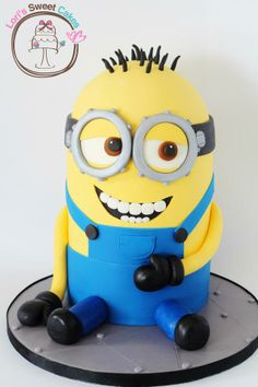 How Stinking sweet would this be to have for a birthday cake? Minions are the best Crazy Cakes, Fancy Cakes, Pretty Cakes, Cute Cakes, Yummy Cakes, Sweet Cakes, Torta Minion, Minion Cakes, Cake Cookies
