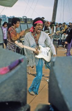 legendary guitarist Jimi Hendrix stepped onto the stage at the Woodstock music festival. Guitar Tips, Guitar Lessons, Guitar Songs, Acoustic Guitar, Jimi Hendrix Experience, Learn To Play Guitar, Fender Stratocaster, Janis Joplin, Classical Guitar