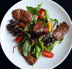 Овощной шеф-салат с говядиной с заправкой из 10 ингредиентов