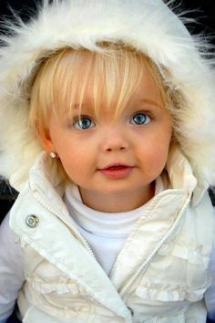 Just gorgeous, isn't she?  Little Swedish-looking baby!