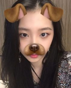 Jiwoo: Black or blonde? (Co-ed group K.A.R.D)